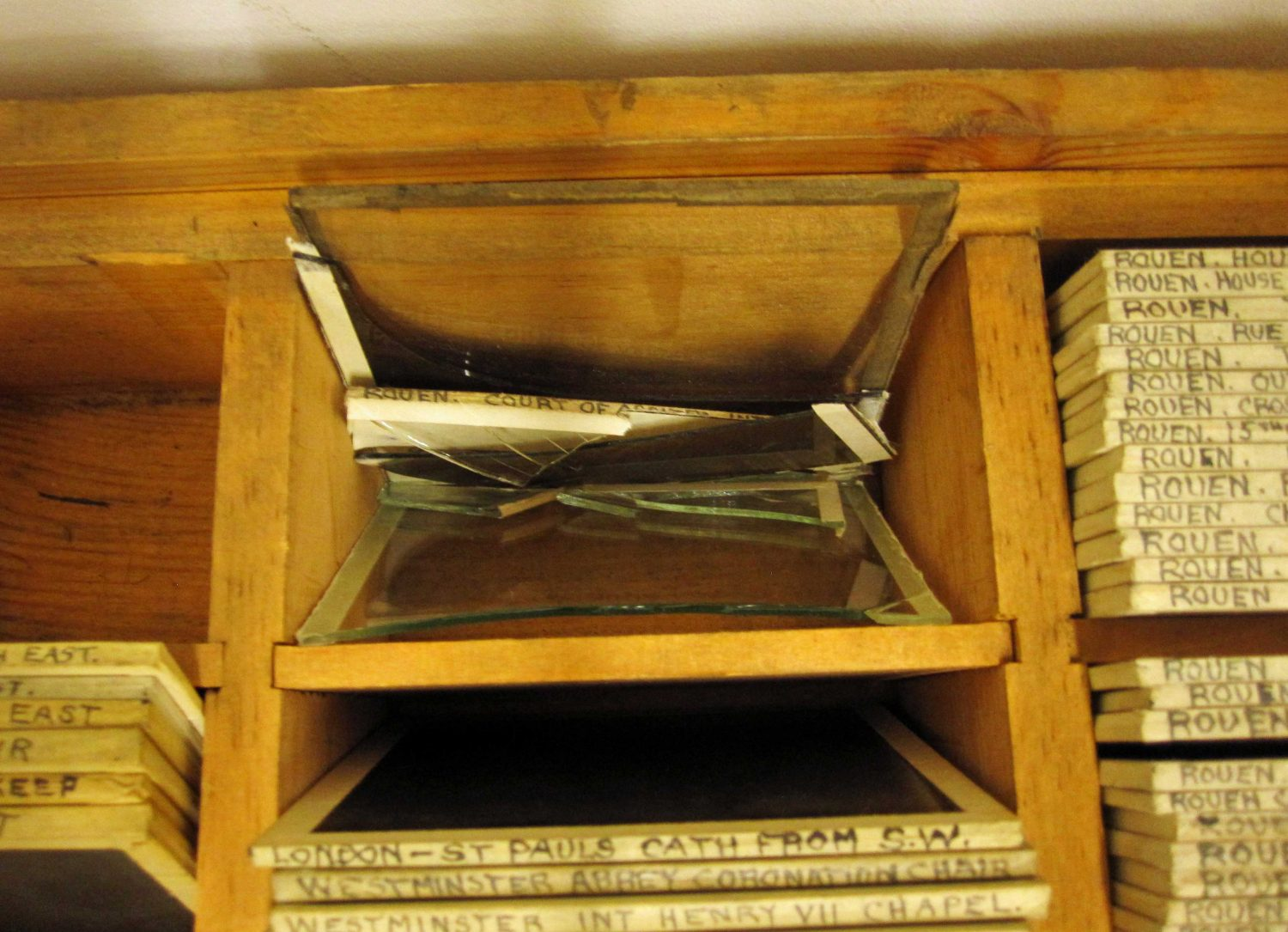 Wooden drawer with square glass slides